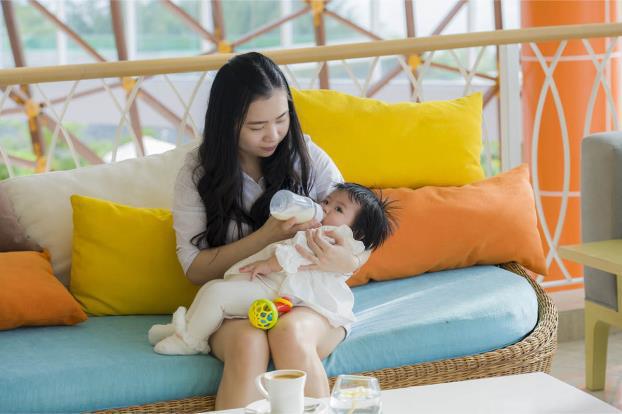 Infant Feeding Basics: Breastfeeding & Bottle Feeding
